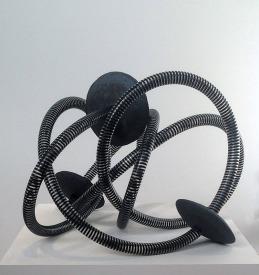 Non floating system - 2015 - tuyau de pompe, trois éléments en grès noir, modelage et récupération, 50 x 50 x 50 cm