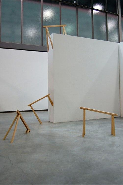 Sans titre - 2012 - quatre éléments, tréteaux cassés, bois, colle à bois, dimensions variables