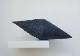 Sans titre - 2015 - grès noir émaillé, modelage et moulage, 35 x 15 x 15 cm