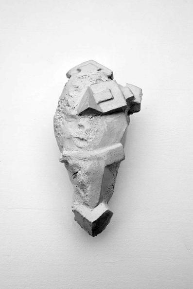 Antédiluvienne #13 - 2017 - grès blanc chamotté, émail, modelage - 18 x 10 x 5 cm