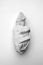 Antédiluvienne #1 - 2017 - grès blanc chamotté, émail, modelage - 18 x 10 x 5 cm