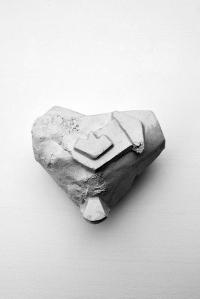 Antédiluvienne #4 - 2017 - grès blanc chamotté, émail, modelage - 13 x 15 x 8 cm