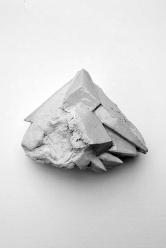 Antédiluvienne #6 - 2017 - grès blanc chamotté, émail, modelage - 13 x 15 x 8 cm