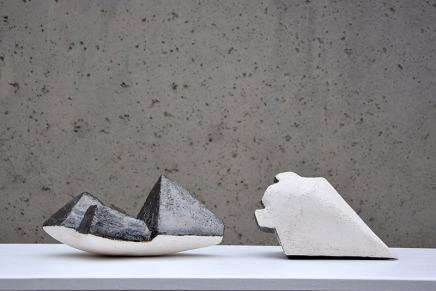 LEH 1-1 E2 - 2017 - grès blanc chamotté, émail, modelage - 50 x 15 x 13 cm