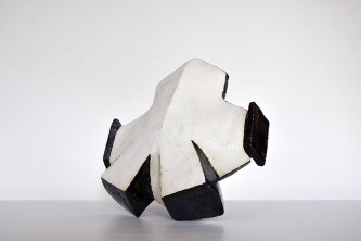 PON 1-1 E2 - 2017 - grès blanc chamotté, émail, modelage - 24 x 25 x 13 cm