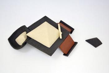 CHTX 5 2/2 - 2017 - grès rouge, blanc et noir chamottés 2 éléments, modelage - H.30 x 100 x 50 cm
