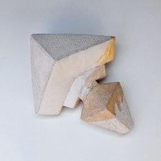 Ophelia's reminder #5 - 2018 - grès blanc chamotté partiellement émaillé, lustre or rose, modelage - 35 x 15 x 25 cm