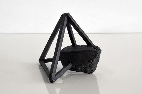 Archisteroid #15 – 2018 – grès noir chamotté, modelage – h. 20 x 14 x 22 cm