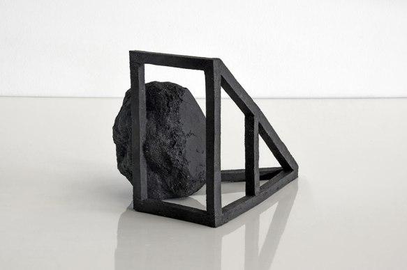 Archisteroid #16 – 2018 – grès noir chamotté, modelage – h. 18,5 x 19 x 25 cm