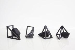 Archisteroids noires – 2018 – grès noir chamotté, modelage – dimensions variables