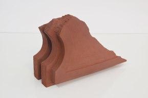 Cornice #2 - grès rouge chamotté, modelage - h.33 x 51 x 21 cm