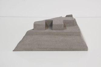 Cornice #3 - grès gris chamotté, modelage - h.18 x 39 x 48 cm