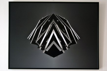 Spaceship #4 - 2018 - photographie noir et blanc, montage numérique, papier photo mat, impression laser, contre-collage sur PVC blanc, cadre alu, 50 x 40 cm - vue d'exposition - 2019 - Espace Gainville - Aulnay-sous-Bois