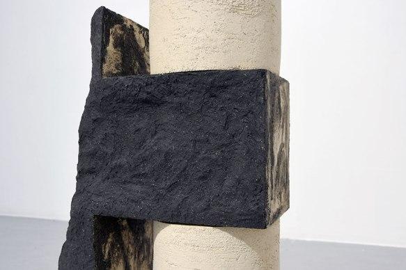 Architectures sédimentaires #2 (détail) - 2019 - grès noir et blanc chamottés, modelage