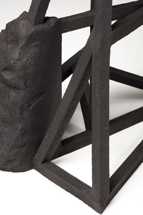 Grande archisteroid noire #1 (détail) – 2019 – grès noir chamotté, modelage – h. 68 x 45 x 56 cm – crédit photographique : Philippe Piron