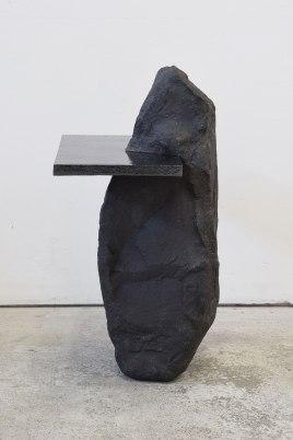 Capture #4 - 2020 - modelage, grès noir chamotté, émail noir mordoré - h. 59 x 38 x 30 cm