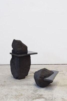 Captures #1 et #2 - 2020 - modelage, grès noir chamotté, émail noir mordoré - h. 54 x 31 x 31 cm, h. 23 x 28 x 35 cm