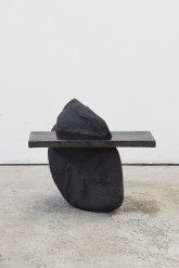 Capture #3 - 2020 - modelage, grès noir chamotté, émail noir mordoré - h. 59 x 38 x 30 cm, h. 34 x 26 x 36 cm