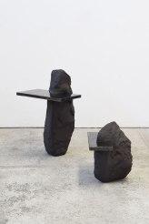 Captures #3 et #4 - 2020 - modelage, grès noir chamotté, émail noir mordoré - h. 59 x 38 x 30 cm, h. 34 x 26 x 36 cm