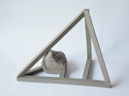 Archisteroid grise #1 - 2020 - modelage, grès gris chamotté - h. 29 x l. 14 x L. 19 cm