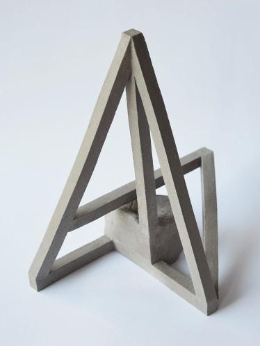 Archisteroid grise #2 - 2020 - modelage, grès gris chamotté - h. 26 x l. 19 x L. 24 cm