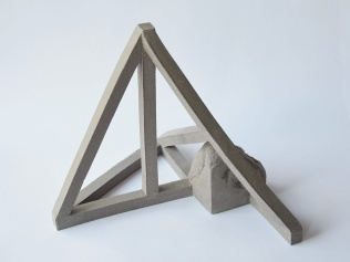 Archisteroid grise #4 - 2020 - modelage, grès gris chamotté - h. 20 x l. 22 x L. 23 cm