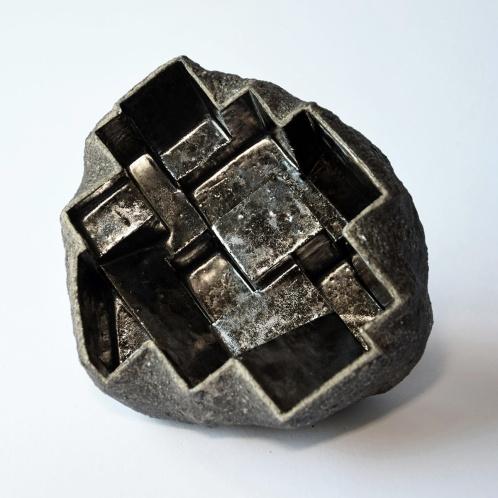 Architeorite bronze #1 - 2020 - modelage, grès blanc chamotté, émaux - h. 8 x L. 13 x l. 13 cm
