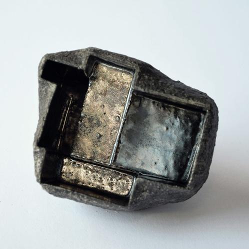 Architeorite bronze #2 - 2020 - modelage, grès blanc chamotté, émaux - 8 x 8 x 8 cm