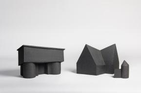 REM(A)INDERS (Saint-Nazaire) #10 et #11 - 2020 - grès noir chamotté, modelage à la plaque - crédit photographique : Philippe Piron