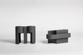 REM(A)INDERS (Saint-Nazaire) #1 et #4 - 2020 - grès noir chamotté, modelage à la plaque - crédit photographique : Philippe Piron