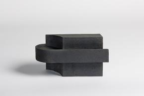REM(A)INDERS (Saint-Nazaire) #4 - 2020 - grès noir chamotté, modelage à la plaque - h. 20,5 x L. 36,5 x l. 14 cm - crédit photographique : Philippe Piron