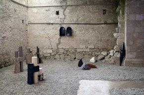 Vue de l'exposition « Élément TERRE » - Prieuré de Pont-Loup, Moret-sur-Loing - Association Le MUR